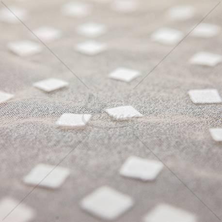 Nailoninis tiulis su kvadratėliais